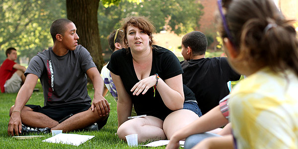 First year students enjoy a picnic on the Quad during move-in day.