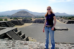 Jennifer Tuuk, '09, visiting Teotihuacan in Mexico City