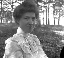 Emma B. Thompson, Class of 1900, circa 1900. DeGroot identified Thompson through a Theta pin she is wearing.