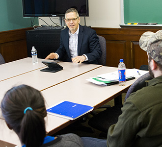 Mark Schauer, '84, spoke to a group of Ford Institute students prior to his Bobbitt Auditorium event.