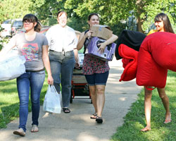 First-year students move in Wesley Hall.